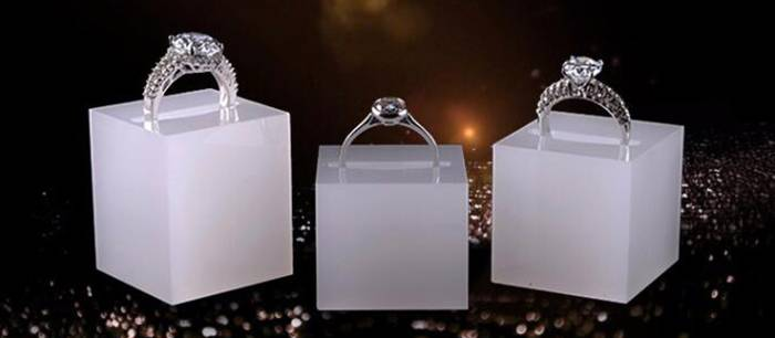 White-Acrylic-Slotted-Block-Jewelry-Hand-Ring-Holder-XH34-4